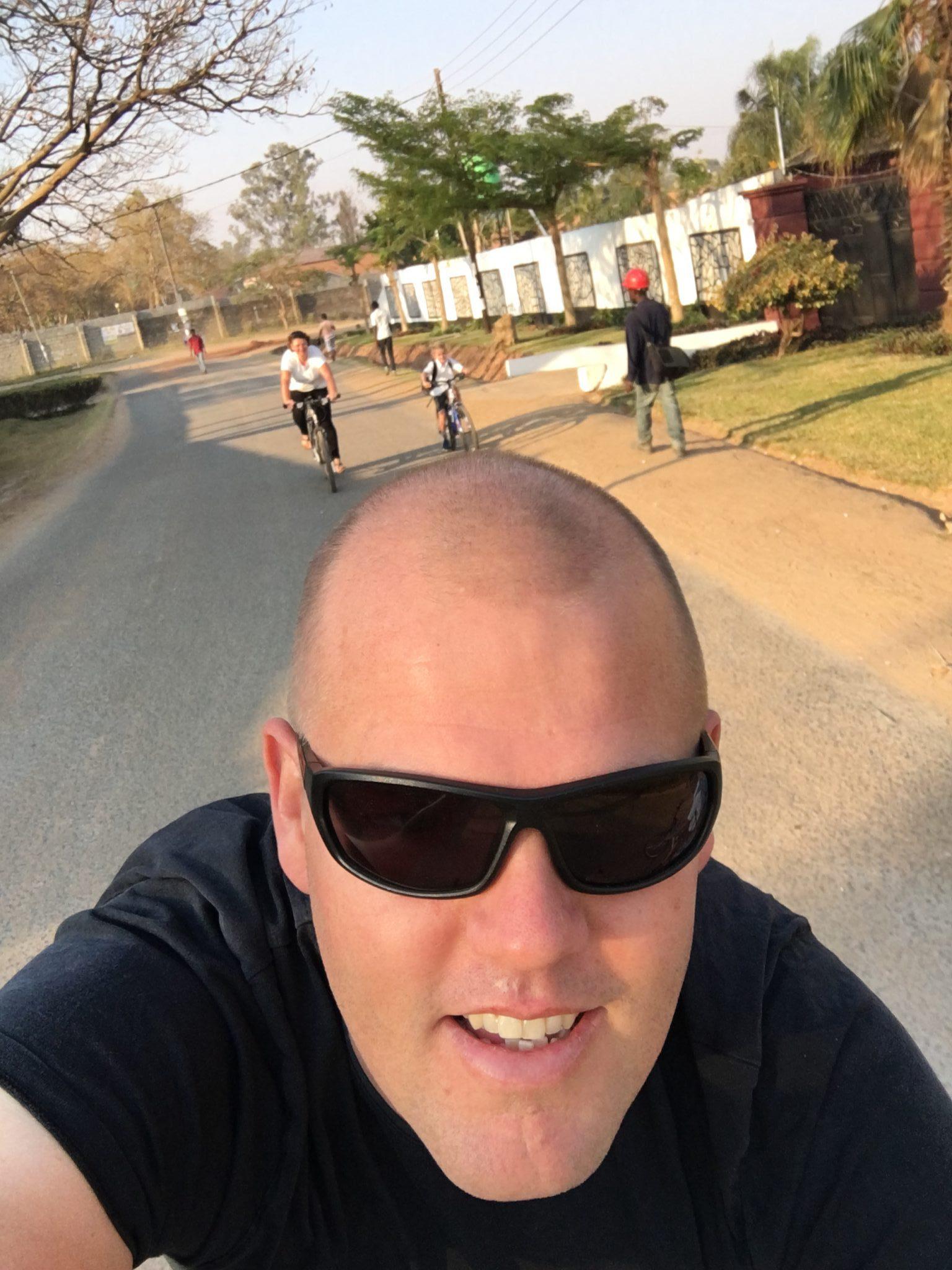 Met fiets naar school in Zambia